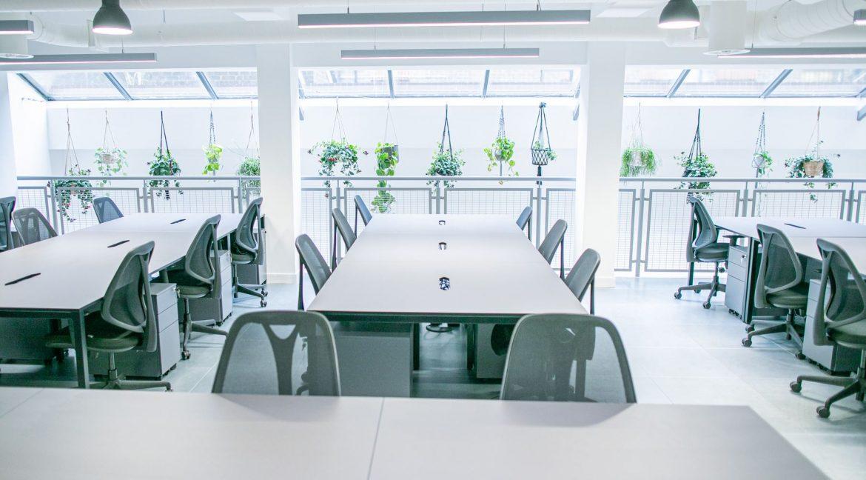 Huguenot Place - Desk space