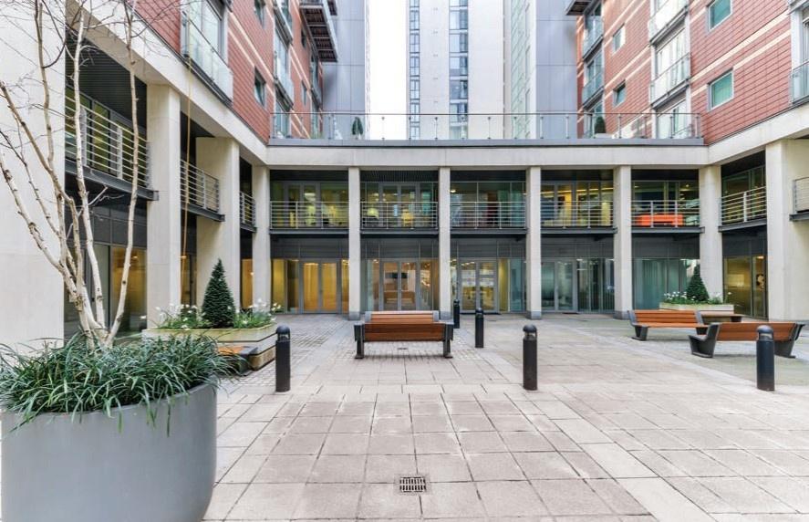9 Albert Embankment - Courtyard